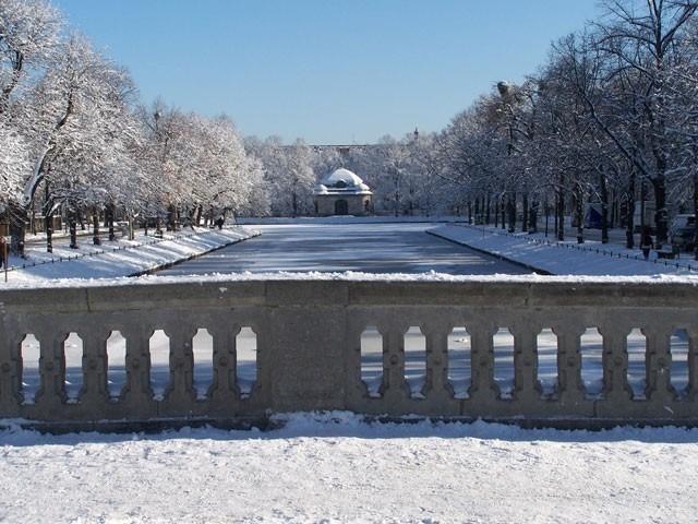 Schlosskanal_Winter_Hubertusbrunnen